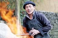Công Nghệ Đúc Lưỡi Cày Của Người Mông