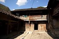Nhà Của Pao Giữa Cao Nguyên Đá