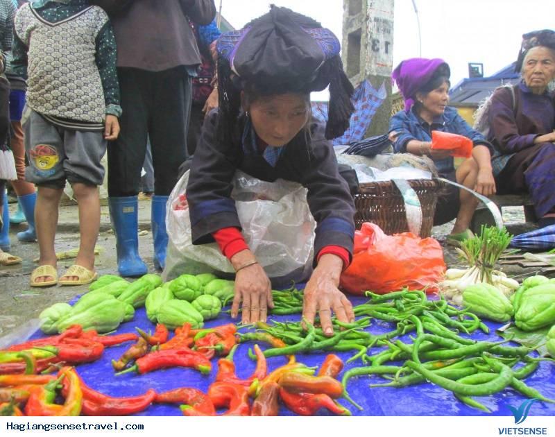 Chợ Phiên Du Già Mộc Mạc Giữa Đất Trời Hà Giang